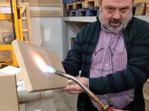 La vermiculita gran resistente al calor, material aislante para chimeneas